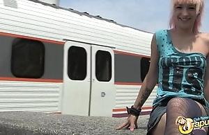 Zoe Nothing Follando en el Tren