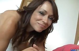 Sara May con la cara llena de leche - Spanish Facial Jizz flow