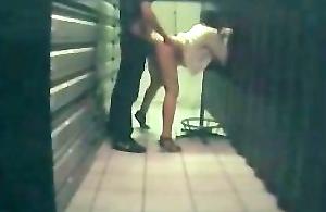 secretaire nympho baisée en camera cachee