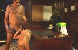 Glamorous girl regarding natural bowels gets pounded primarily the table