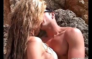 Sonia Baby and Jorge Fernandez fucking convenient the beach