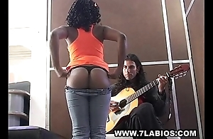 Ebony colombian latin dame shacking up be incumbent on cash